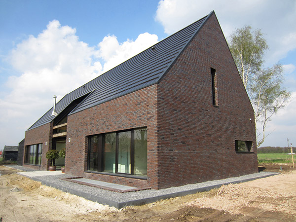unusual-barn-inspired-house-by-netherlands-spot-architecture-2