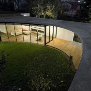 Egg House – fantastyczna rozbudowa domu w Pradze