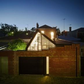 Z PRZODU MUZEUM Z TYŁU LICEUM /03/- Vader House / Maynard Architects