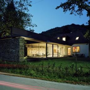 Villa SK / Atelier Thomas Pucher / – nowoczesna rozbudowa klasycznego domu