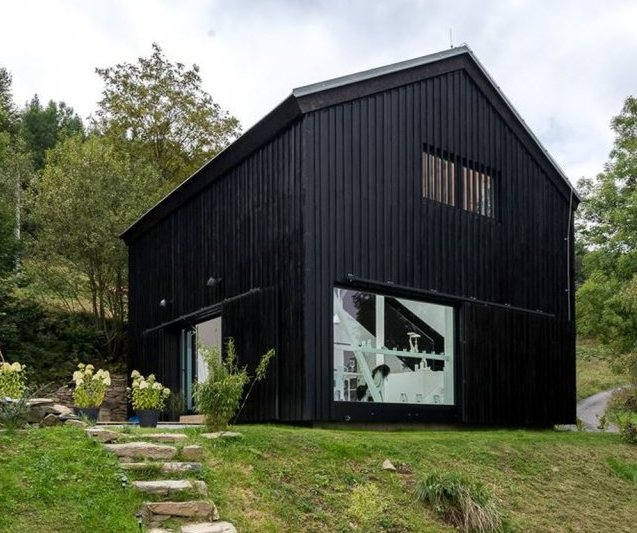 oooox-boooox-barn-exterior5-via-smallhousebliss