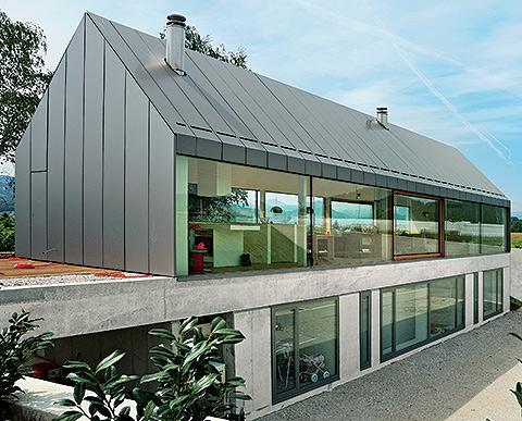 HB house – przezroczysty dom na wzgórzu