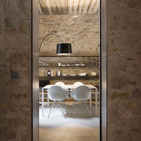Kamienne apartamenty w Gironie