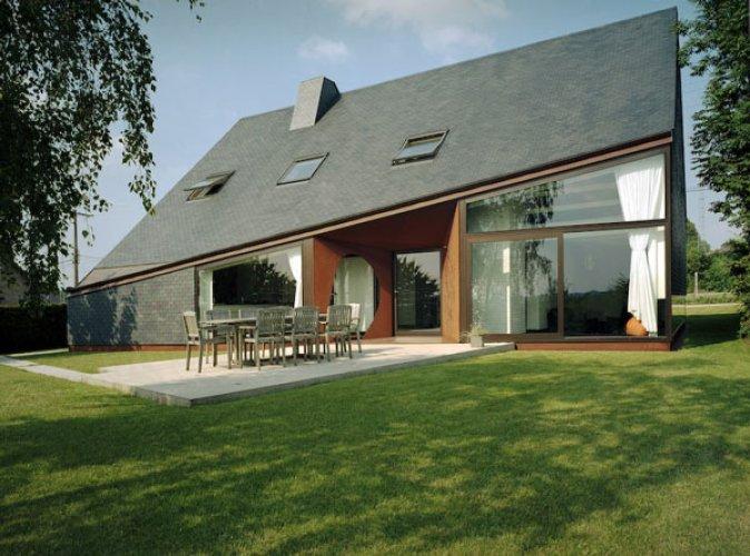 Totalna metamorfoza – nowoczesna rozbudowa domu we Francji