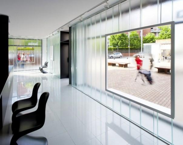 Szklany salon optyczny / Hiszpania