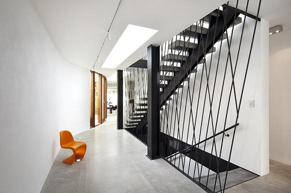 Balustrady, barierki, linki, ścianki – schodowe inspiracje (39)