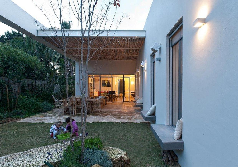 House E – betonowe akcenty