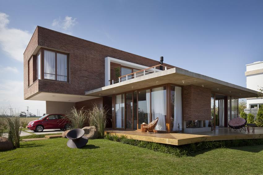 Casa Marítimo – piękny mix cegły, drewna, szkła i betonu