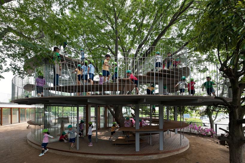 Przedszkole w Tokio – drzewo w centrum