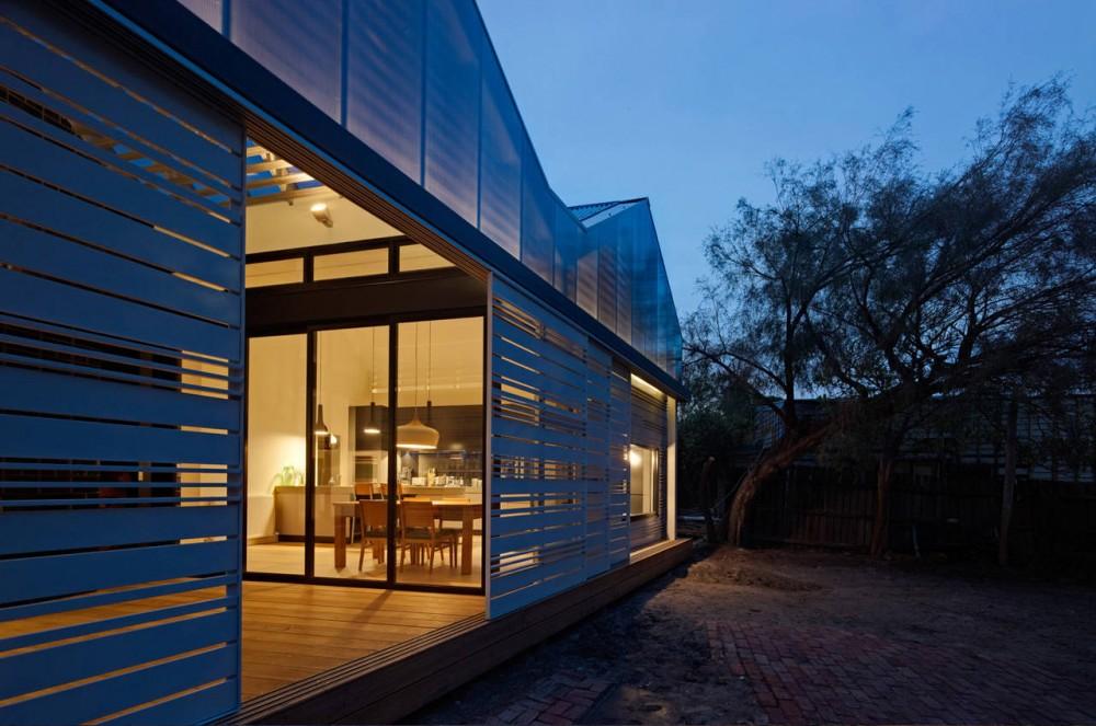Biało-czarna rozbudowa / Make Architecture