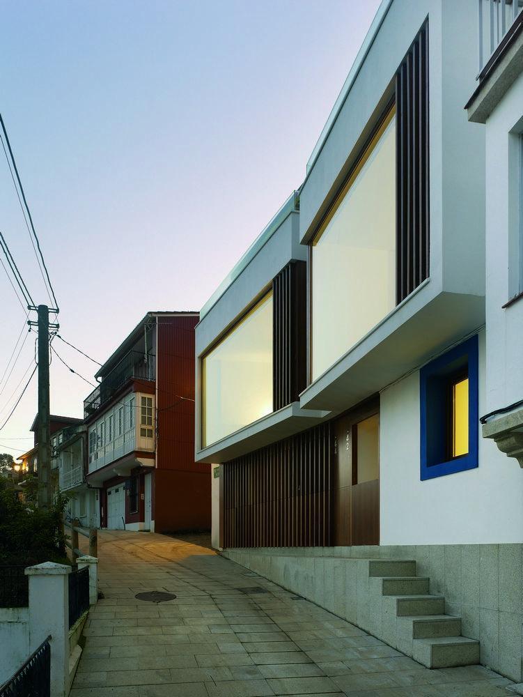 Dwurodzinny dom w Redes / Díaz y Díaz Arquitectos