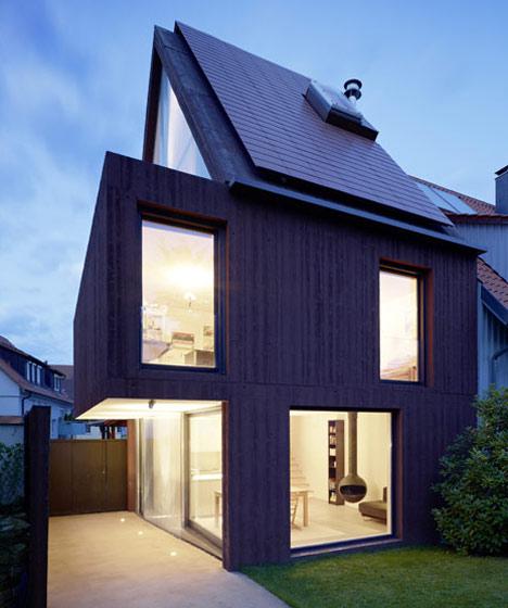ŚCIANA W GRANICY / dobudowa domu w Stuttgarcie
