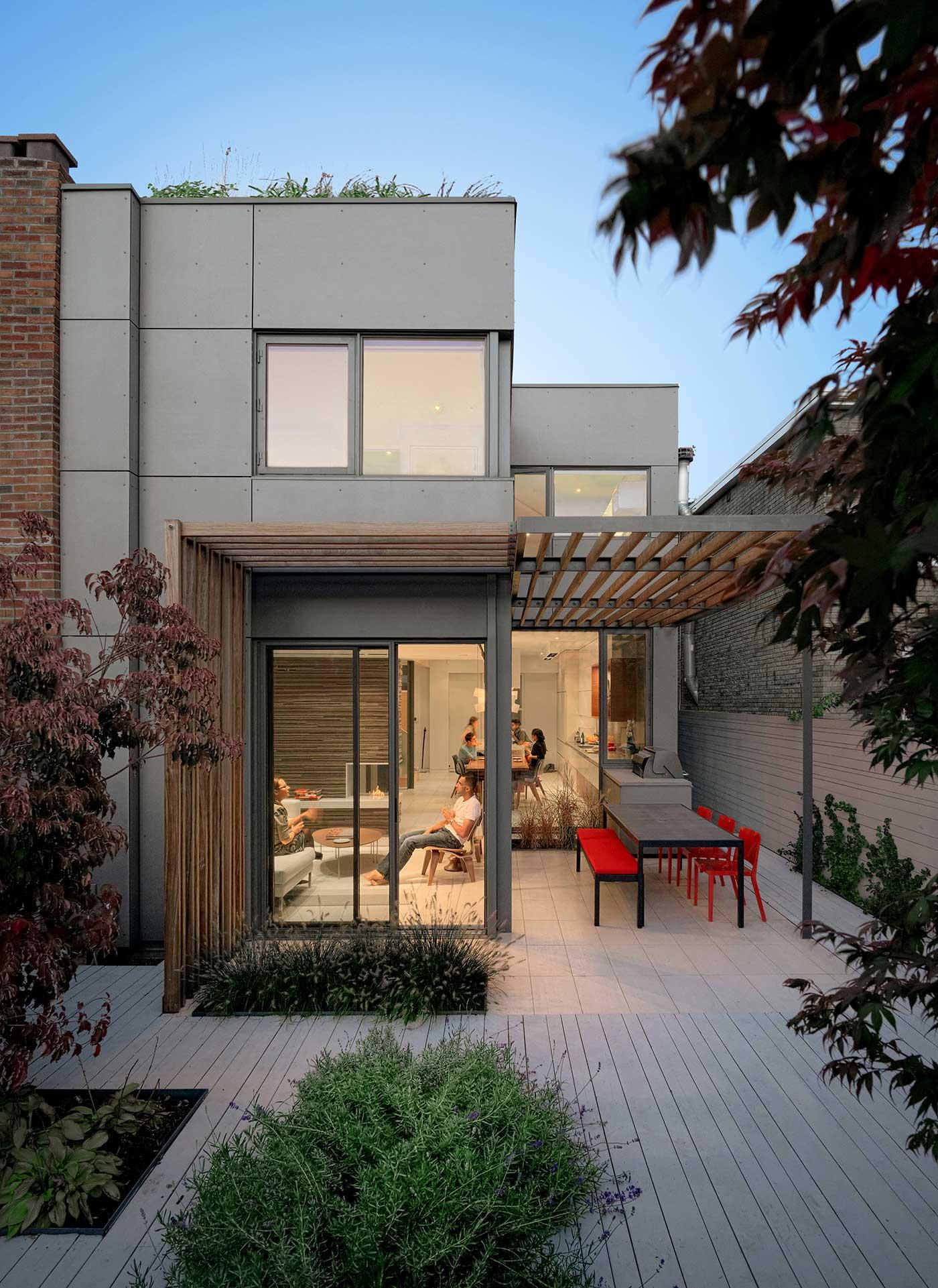 ŚCIANA W GRANICY / przebudowa domu w Kanadzie