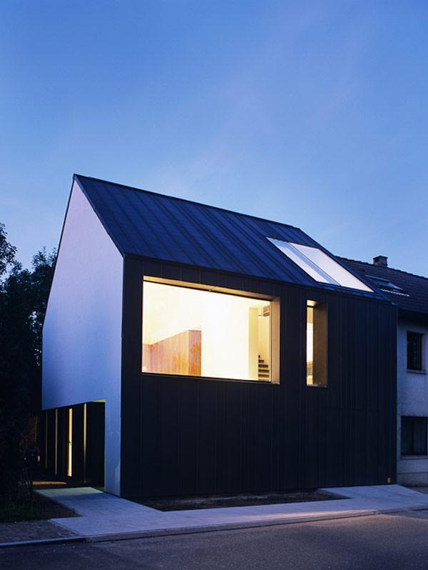 ŚCIANA W GRANICY / minimalistyczna dobudowa w Belgii