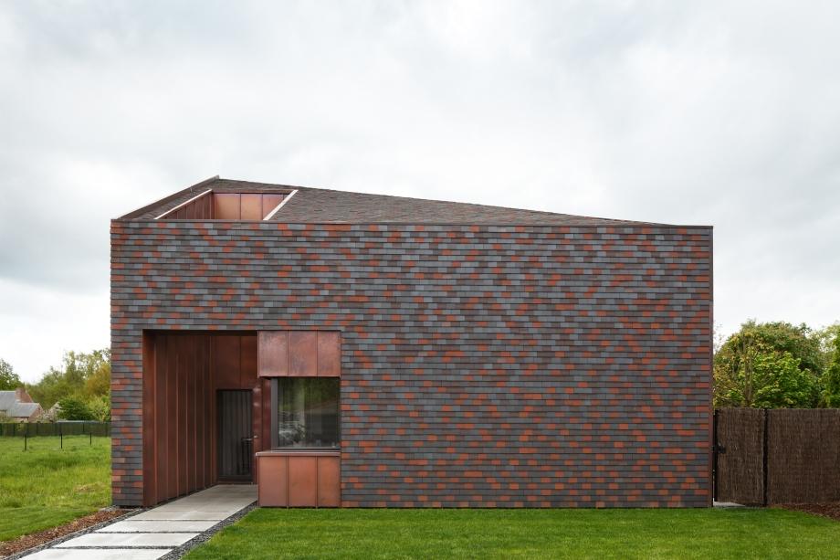 OGRANICZENIE MOŻE BYĆ ATUTEM : Dom w Sint-Amandsberg / BLAF Architecten