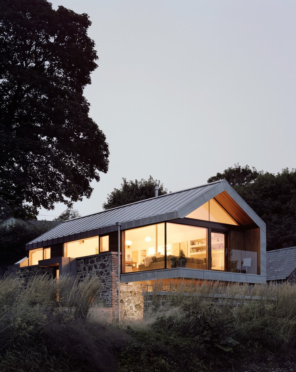 Jak przerobi stodo na dom loughloughan barn mcgarry for Modern irish house architecture