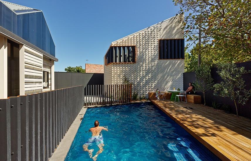 Małe ceglane studio / Make Architecture