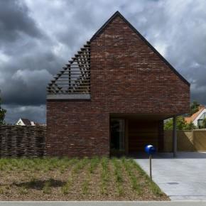 Inspirujemy na wiosnę - mały  domek w Belgii / GD ARCHITECTEN