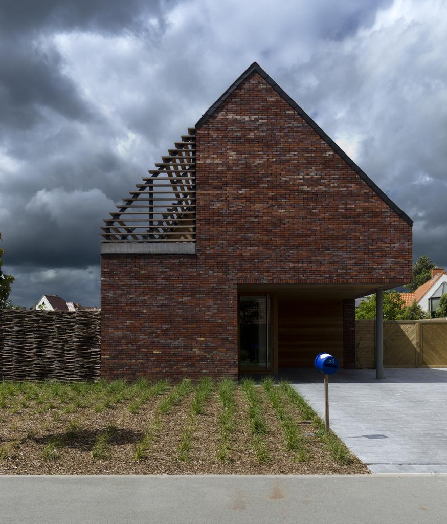 Inspirujemy na wiosnę – mały  domek w Belgii / GD ARCHITECTEN