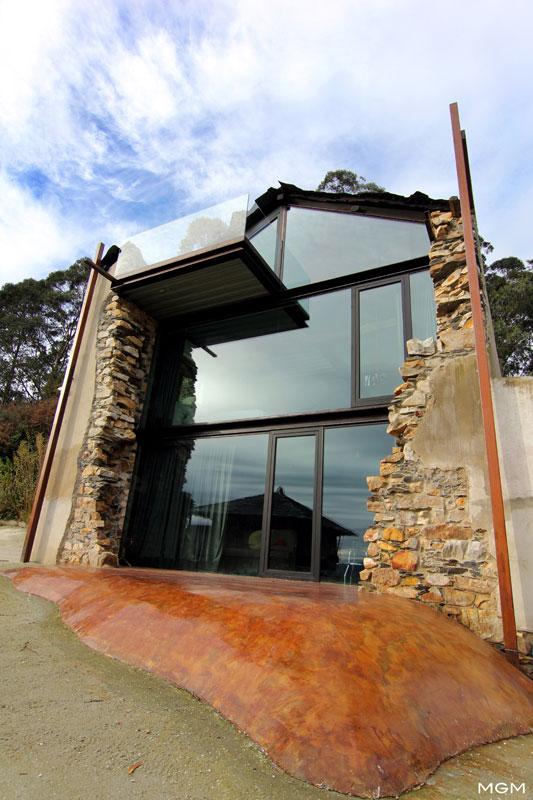 Rozbiórka kontrolowana – metamorfoza domu w Hiszpanii / Tagarro-De Miguel Arquitectos