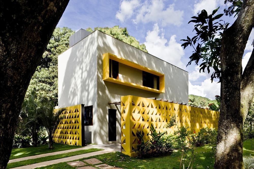 Brazylijski dom pełen słońca / Ney Lima