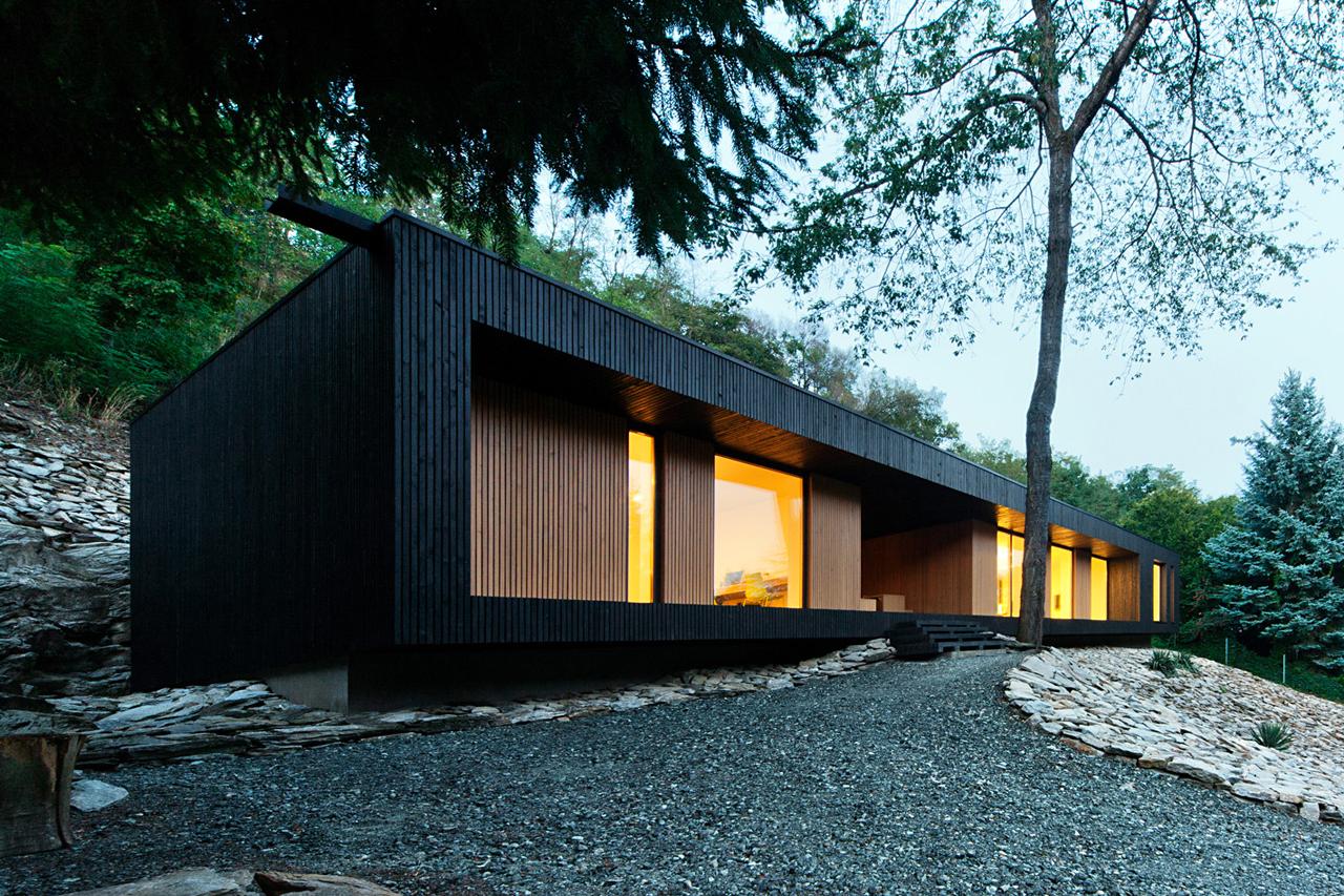 Dom na skale : Hideg House /  Béres Architects