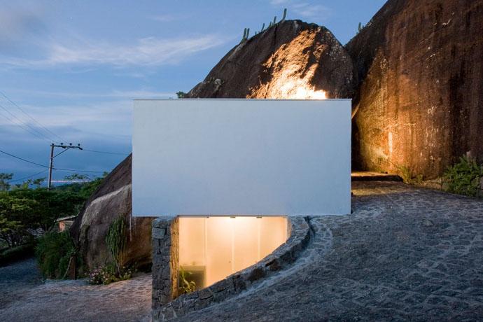 Przebudowa kamiennej chaty : Box House / Alan Chu & Cristiano Kato