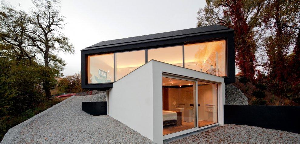 Czarno na białym – dom w Wenzenbach, Niemcy / Fabi Architekten