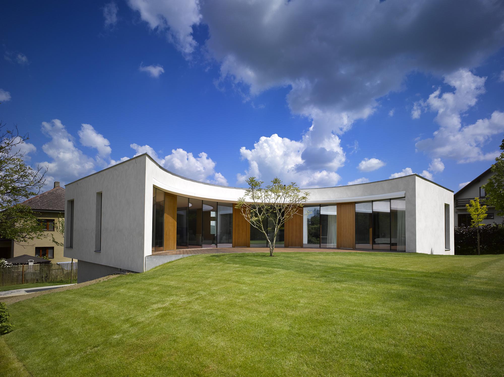 Zakręcony dom / Czechy / JRA Jarousek Rochová Architekti