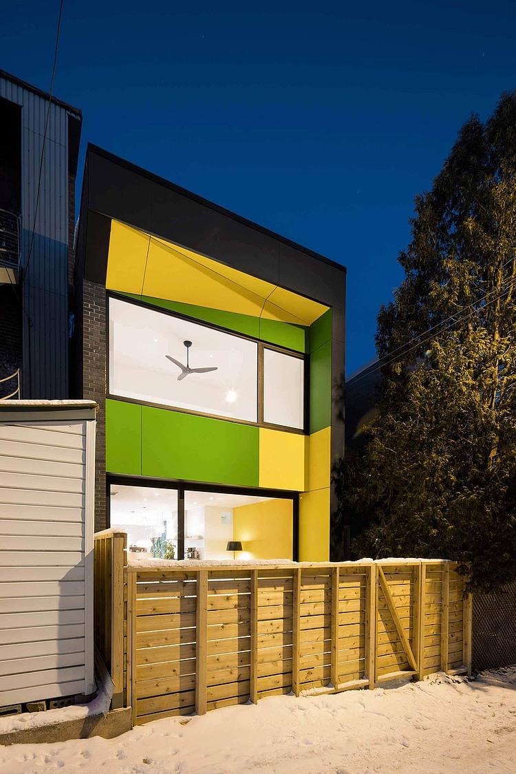 Żółto-zielona elewacja domu, czyli jak to się robi w Kanadzie :)  / NatureHumaine