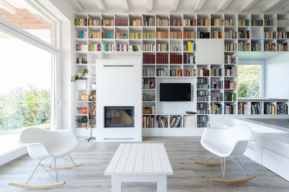 Architektura pod dyktando / Long Brick House / Foldes Architects