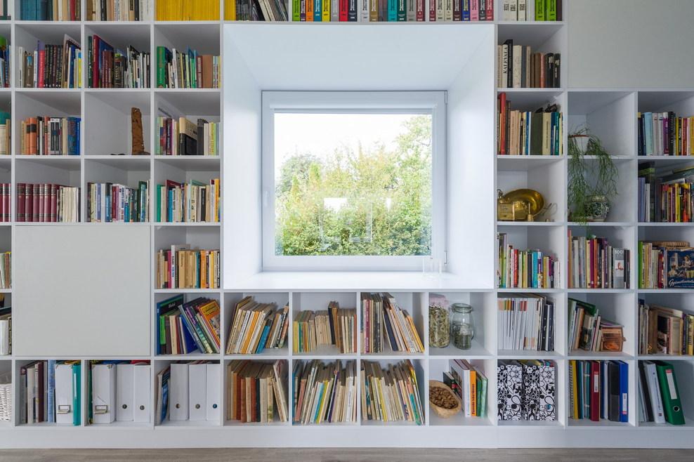 20_interior_bookshelf_with_window_full