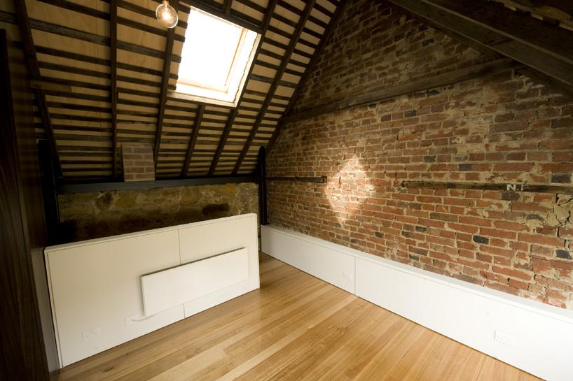 Powr t do przysz o ci renowacja 170 letniego domu - Techos rusticos interiores ...
