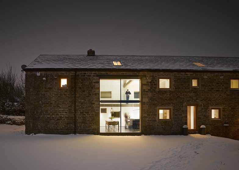 Cat-Hill-Barn-by-Snook-Architects_dezeen_ss_14