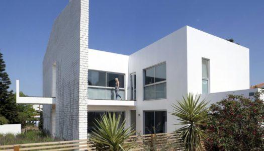 Dom za ścianą / Sharon Neuman & Oded Stern-Meiraz